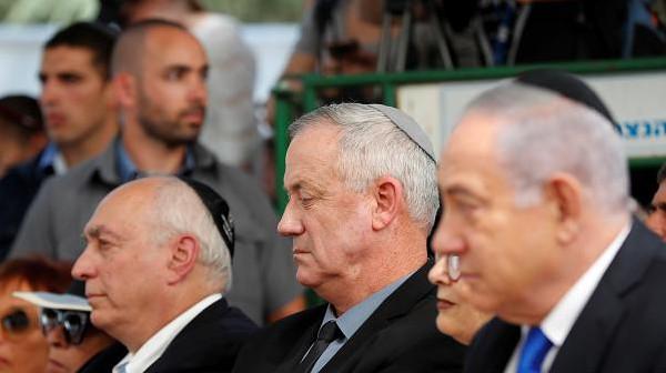 شاهد: غانتس يتسلم رسمياً تفويض تشكيل الحكومة الإسرائيلية