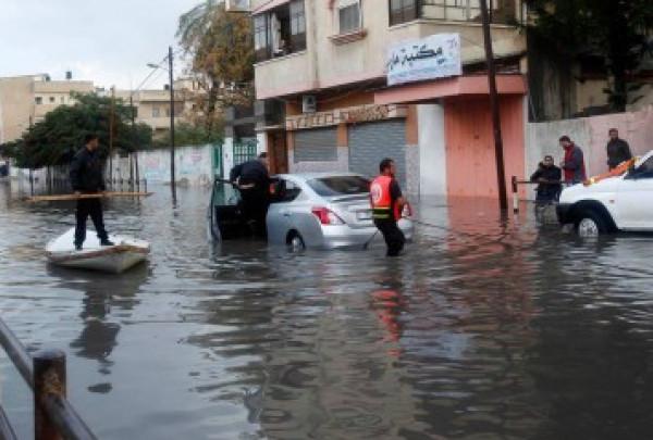 بلدية غزة تُعلن حالة الطوارئ استعداداً للمنخفض الجوي وتُحذر المواطنين