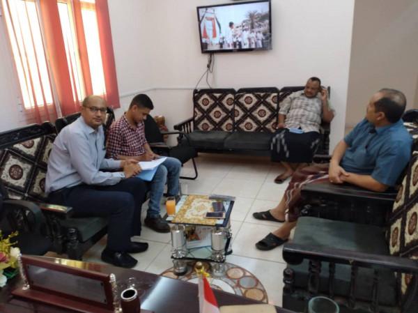 مناقشة ترتيبات إقامة مخيم طبي مجاني في مديريتي الزيدية والمنصورية بالحديدة