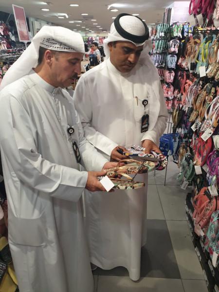 الكويت.. التحقيق مع شركة طبعت صور مساجد على أحذية
