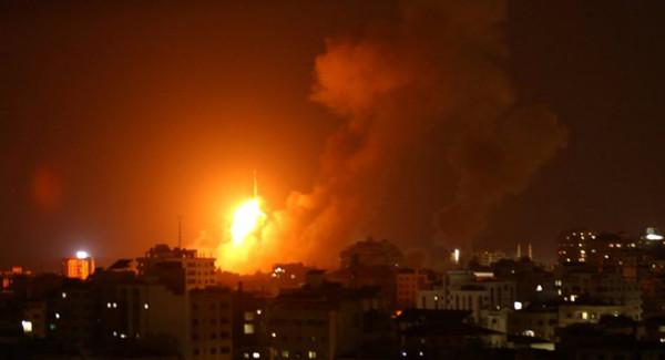طائرات الاحتلال تقصف مواقع تابعة للمقاومة في قطاع غزة