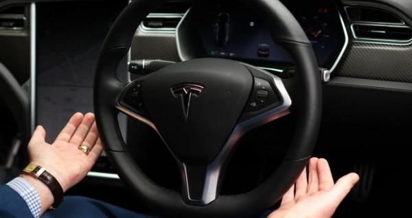 خبراء يحذرون من خطر على السيارات ذاتية التوجيه