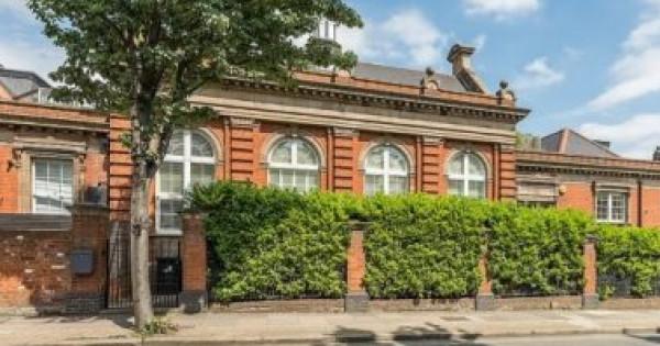 محكمة سابقة تتحول لمنزل فاخر معروض للبيع مقابل 1.4 مليون جنيه إسترليني