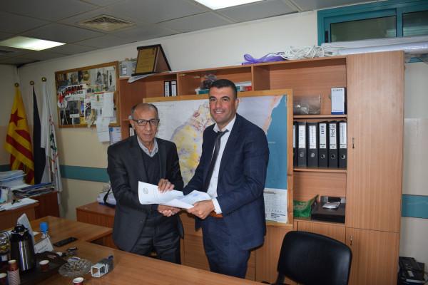 """""""العمل الصحي"""" والمركز الفلسطيني للديمقراطية توقعان اتفاقية تعاون لتنفيذ مشروع بالخليل"""