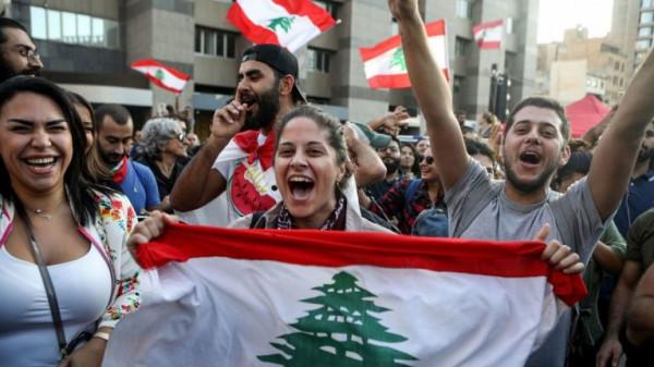 """""""حلاقة إجبارية"""" لكبار الأثرياء.. """"بلومبيرغ"""" تقترح حلاً لمتاهة لبنان الاقتصادية"""