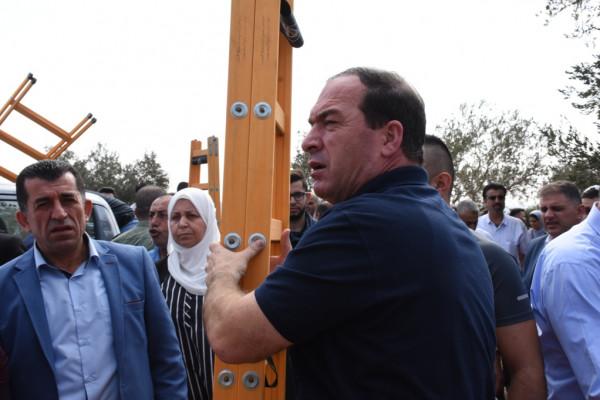 بحضور كميل والمجلس الثوري لحركة فتح.. تنظيم حملة تطوعية لقطف الزيتون بسلفيت