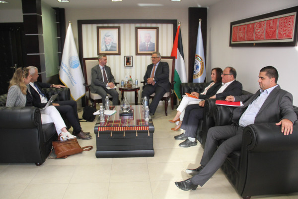 الوزير غنيم يلتقي مسؤول حسن الجوار في المفوضية الأوروبية
