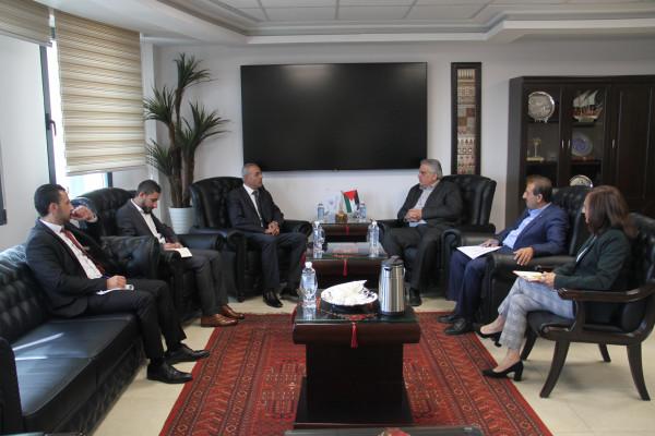 الوزير غنيم يبحث مع قطر الخيرية افاق التعاون المستقبلية