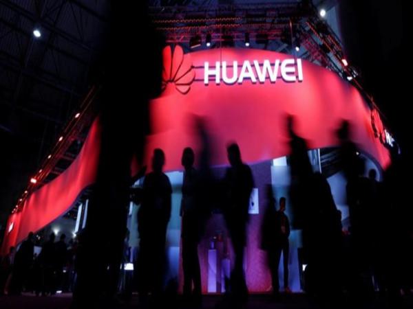 """""""هواوي"""" تدعو أشهر مخترقي الهواتف العالميين إلى اجتماع سري"""