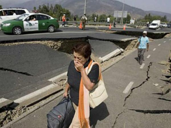 دمر عشرات المنازل.. 5 قتلى و120جريحا حصيلة زلزال إيران