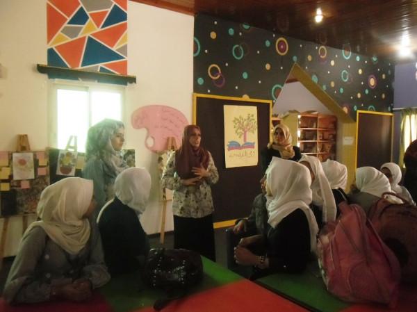 المكتبة العامة تنفذ سلسلة أنشطة ثقافية لطالبات المدارس بخانيونس
