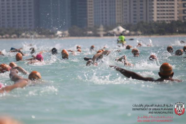 أربع عشرة ميدالية ملونة لنادي تراث الإمارات في سباحة المياه المفتوحة