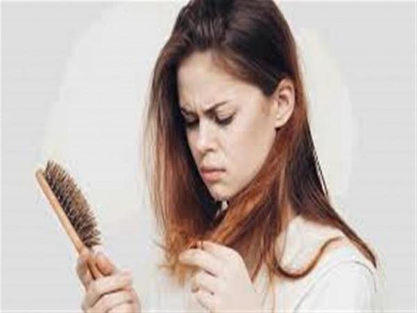 أسباب تساقط الشعر لدى النساء