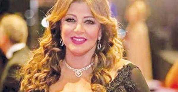 شاهد: نجاة الفنانة هالة صدقي وطفليها من حادث سير