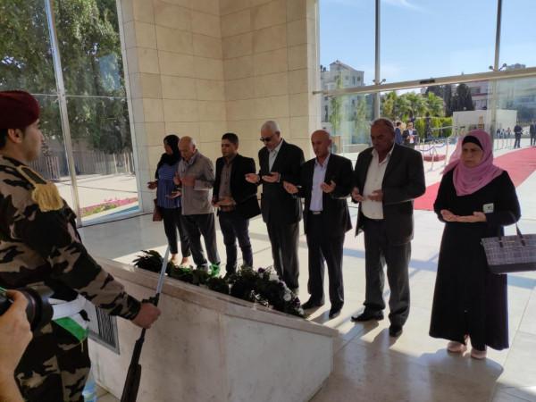 قيادة الجبهة العربية الفلسطينية تضع إكليلاً من الورود على ضريح ياسر عرفات