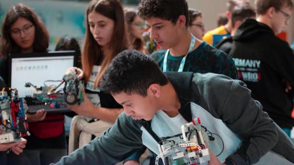 """""""السعودية"""" تحقق المركز الـ 7 عالمياً في أولمبياد الروبوت"""