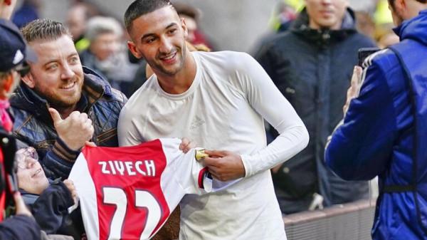 """شاهد: زياش يخطف الأنظار بـ""""إنسانيته"""" مع مشجع من ذوي الاحتياجات الخاصة"""