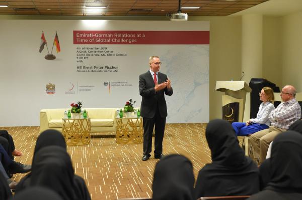 جامعة زايد تستقبل دبلوماسيين لتقوية العلاقات الأكاديمية