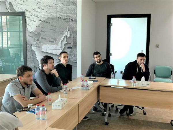 وفد شيشاني يطلع على تجربة صندوق خليفة لتطوير المشاريع الريادية