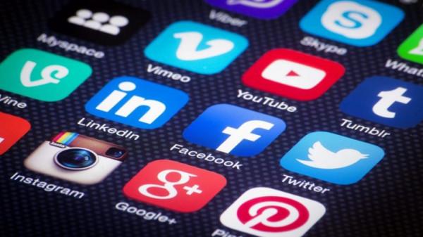 """سعوديون يتبرأون من مشاهير على مواقع التواصل الاجتماعي: """"لا يمثلونا"""""""