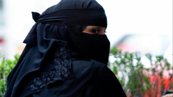 """منى الطوير.. مذيعة سعودية """"منقبة"""" لأول مرة على شاشة مصرية"""