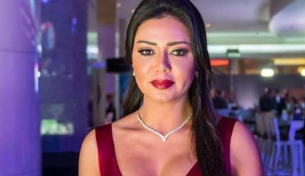 """رانيا يوسف بالحجاب توجه رسالة """"مُستفزة"""" للجمهور"""