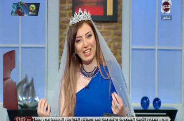 شاهد: مذيعة مصرية ترتدي فستان الزفاف على الهواء