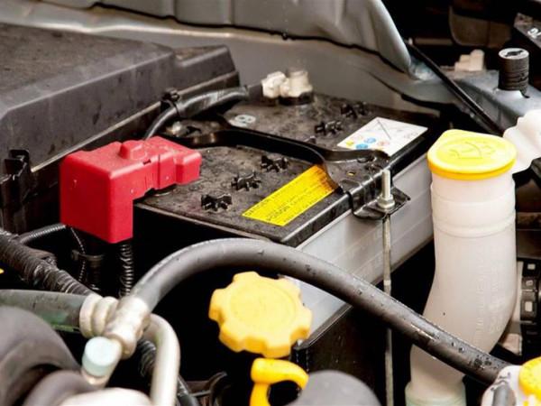 لتجنب مشاكل الشتاء.. كيف تعتني ببطارية سيارتك؟