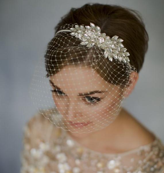 تألقي في زفافك بأكسسوارات الشعر