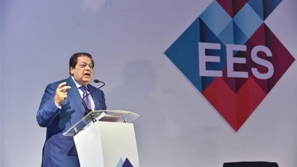 أبو العينين يدعو لعقد مؤتمر دولي لكبار صناع العالم للاستثمار في مصر