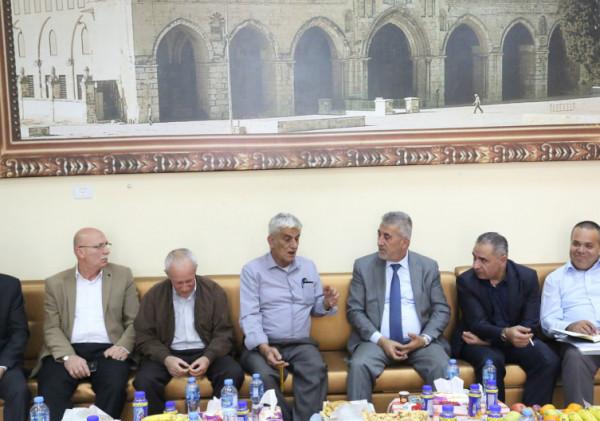 وزير الحكم المحلي يزور قرية روجيب ويطلع على احتياجاتها وانجازات المجلس