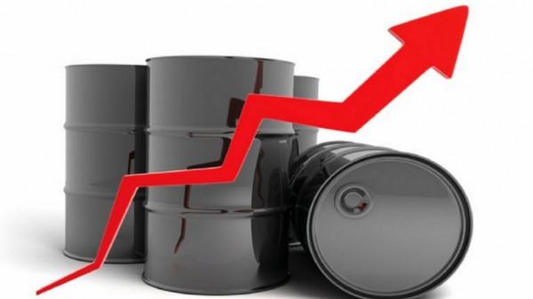 تراجع المخزون الأمريكي يرفع أسعار النفط