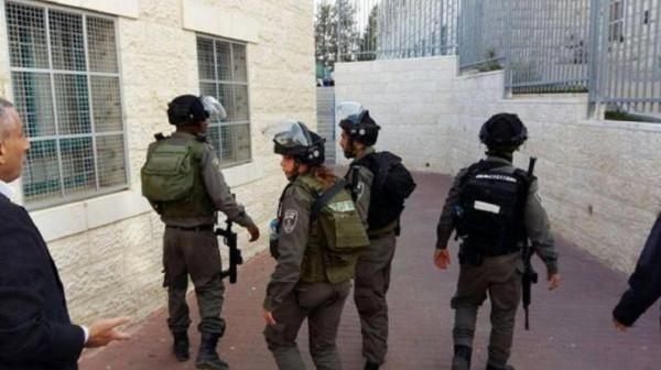 الاحتلال يُلاحق طلبة مدرسة ذكور اللبن الشرقية ويحتجز أحدهم