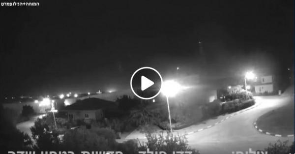 شاهد: لحظة إطلاق صاروخين من قطاع غزة تجاه عسقلان