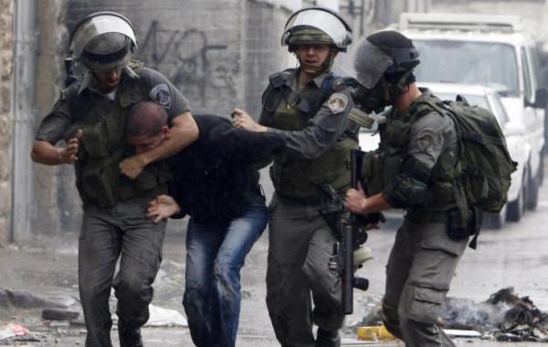 الاحتلال يعتقل مواطنين شرق بيت لحم