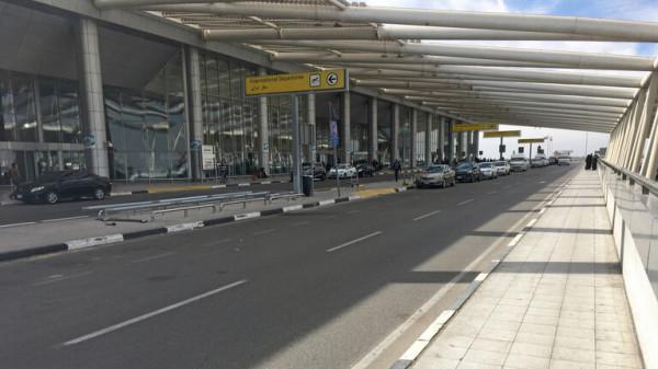 توقيف مسافر فرنسي في مطار القاهرة لنقله أدوية محظورة