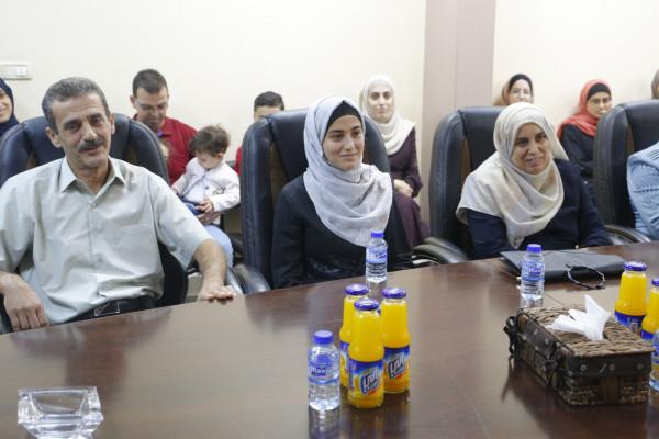 بلدية قلقيلية تكرم الطالبة أسيل ابو صلاح بفوزها بمسابقة القرآن الكريم الدولية