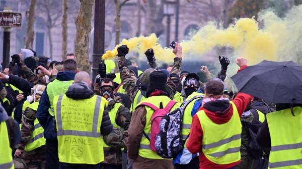 الشرطة الفرنسية تعتقل أكثر من 100 متظاهر خلال الاحتجاجات في باريس