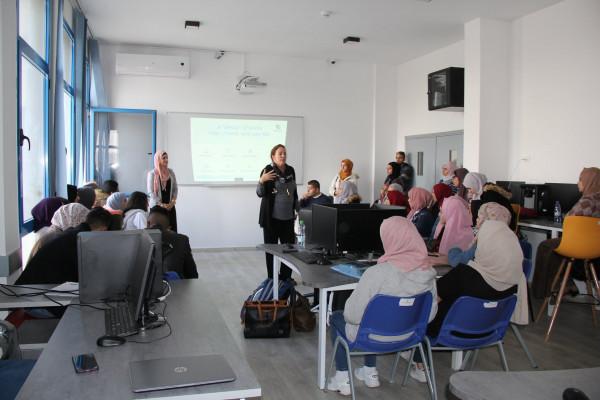 كلية تكنولوجيا المعلومات في جامعة فلسطين الأهلية تستضيف المختصة الأمريكية كريستين هوبي