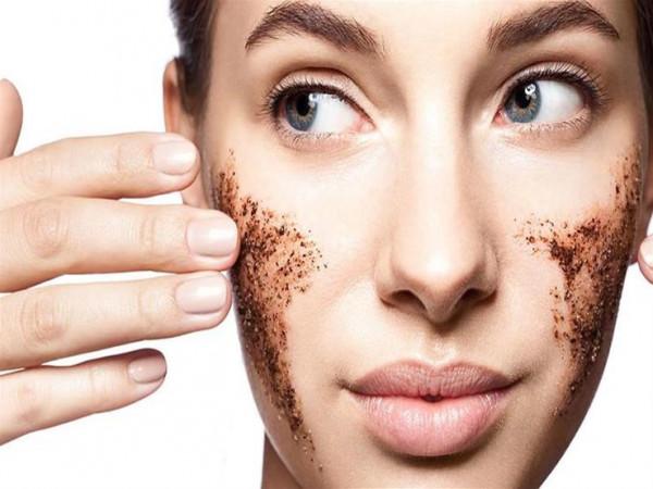 مقشرات طبيعية بالقهوة تعيد الحيوية لبشرتك وشعرك
