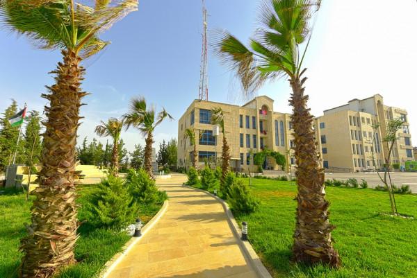 جامعة فلسطين الأهلية تحصل على اعتماد برنامج الاراضي والمساحة