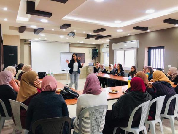 المركز الفلسطيني ومركز لاجئ في مخيم عايدة  يطلقان مبادرة نسوية