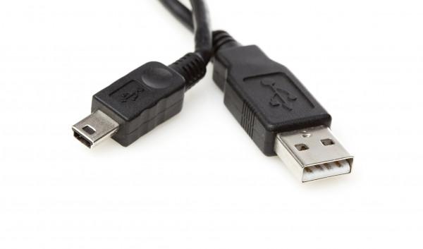 هاكرز يبتكرون وسيلة للاختراق بواسطة منافذ USB.. لاتستخدموا الكابل سوى بهذه الطريقة