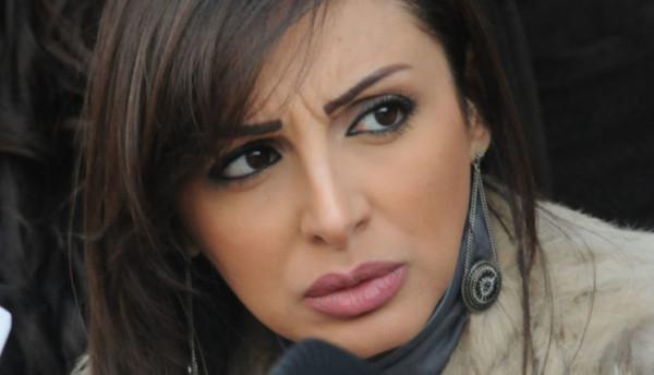 زوج أنغام يوضح سر ارتدائها نظارة سوداء في حفل الكويت