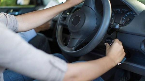 مع الطقس البارد.. كم ثانيةً تحتاج من تشغيل السيارة حتى تحريكها؟