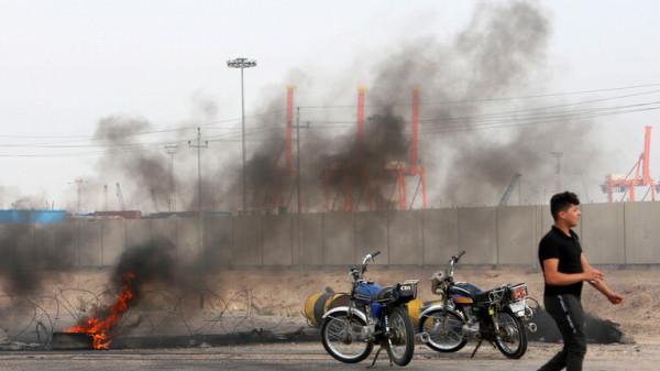 محتجون عراقيون يغلقون مدخل ميناء أم قصر مجدداً