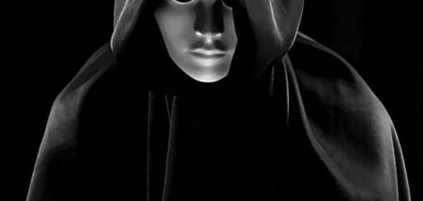 """نجم بوليودي """"مُلحد"""" سابقاً يعلن اعتزاله ويتجه للدعوة الإسلامية"""