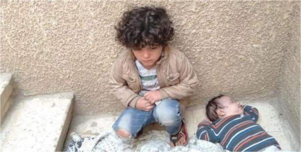 فنان فلسطيني يتشاجر مع زوجته ويتركُ طفليه بجانب المنزل.. أحدهما مريضٌ بالقلب