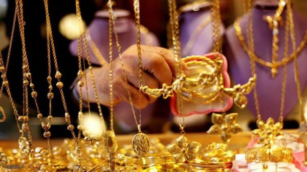 الذهب ينخفض متأثرًا بتنامي التفاؤل حيال علاقات التجارة بين أمريكا والصين