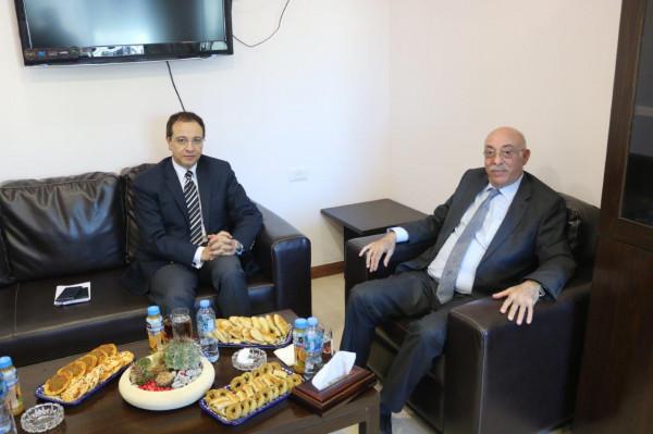 عرنكي يستقبل السفير المصري في فلسطين